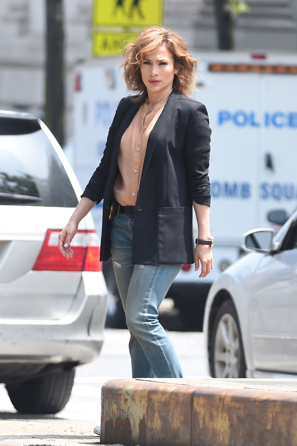 jennifer-lopez-on-the-set-of-shades-of-blue-in-new-york-06-15-2015_1